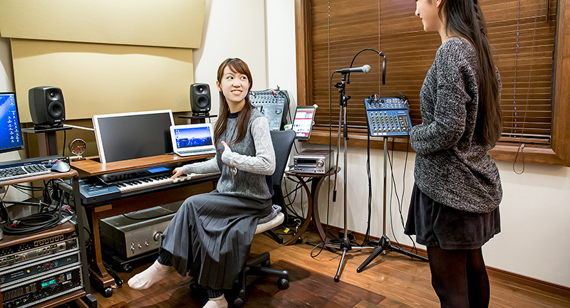 Image of voice training by ★STARS(ボイストレーニングの様子)